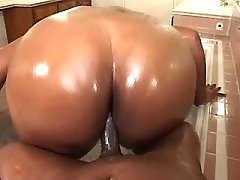 Plump girl taking good pussy massage in bbw porn vids