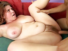 Plumpy chick feels horny & wants her hairy cunt to be fucked