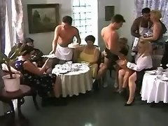 Plump mature ladies have sex party