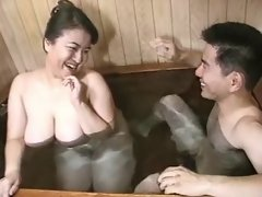 Asian BBW sucks n gets jizz in bath